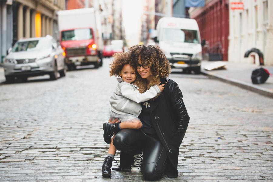 Więź emocjonalna między matką a dzieckiem